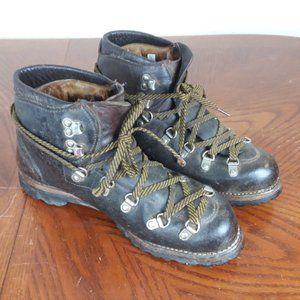 Vintage VASQUE Leather Hiking Chukka Boots Size 7